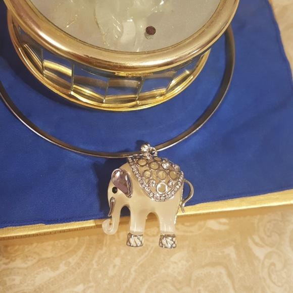 Beautifully Elephant pendant  necklace New